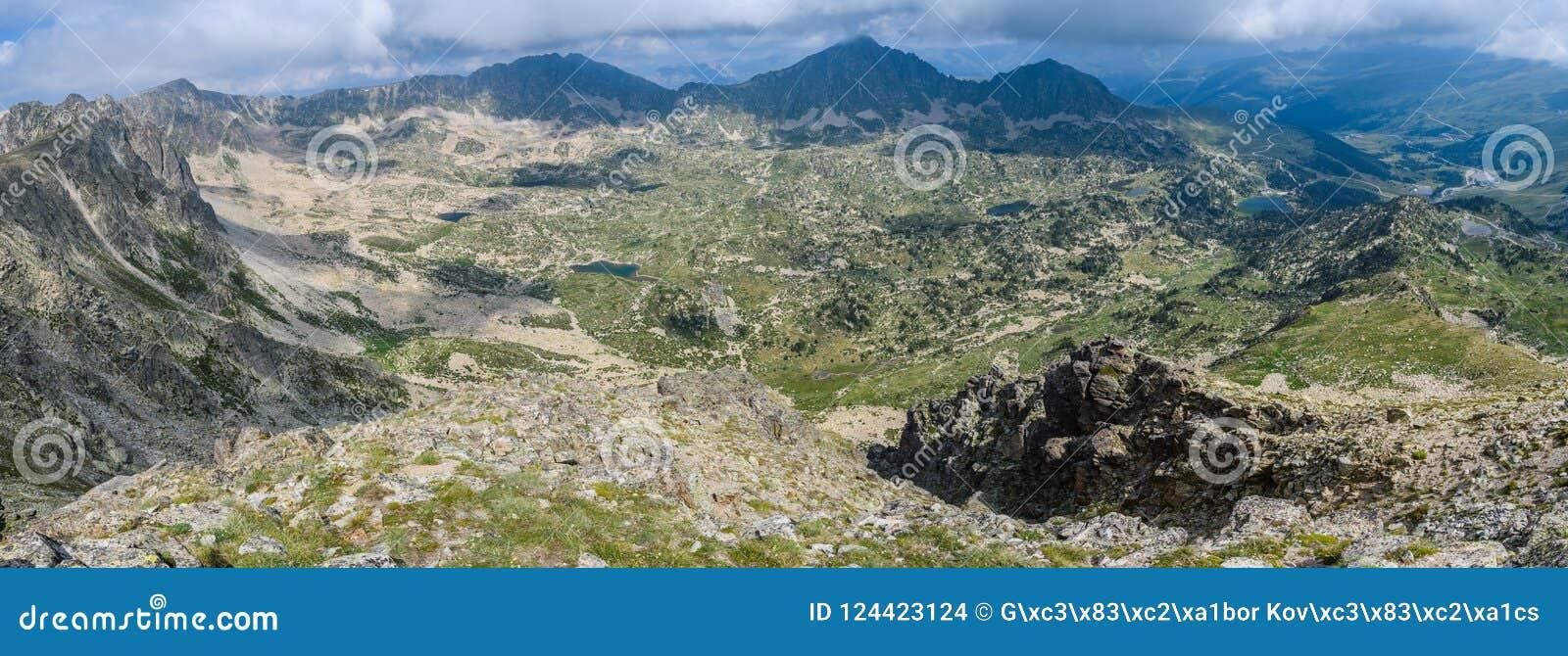 Vue panoramique de crête de Montmalus en Andorre