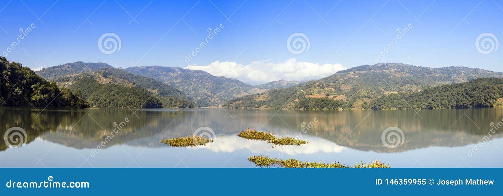 Vue panoramique de lac Bebnas