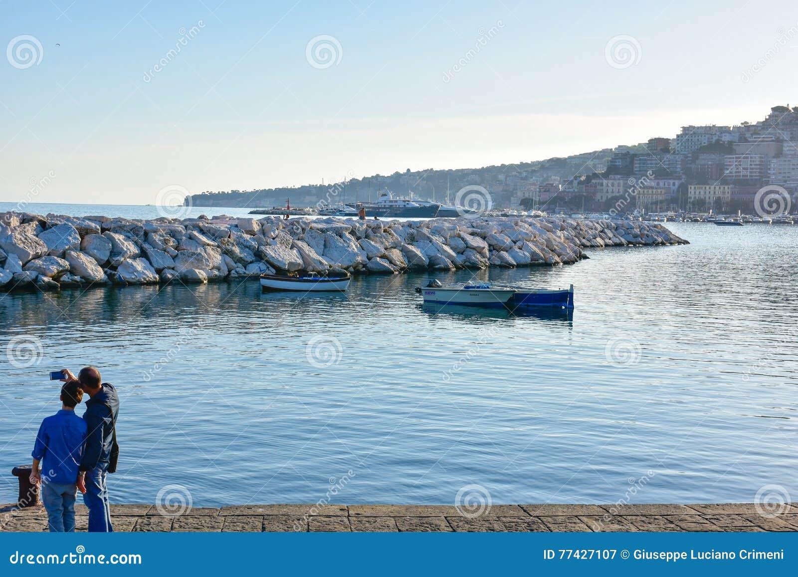 vue panoramique de naples, bord de mer francesco caracciolo