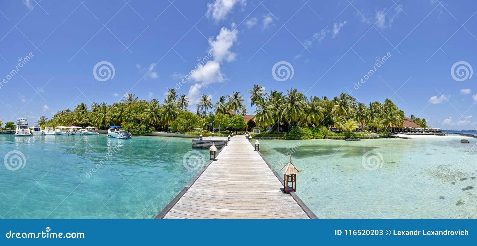 Vue panoramique de paysage de belle plage tropicale étonnante d île