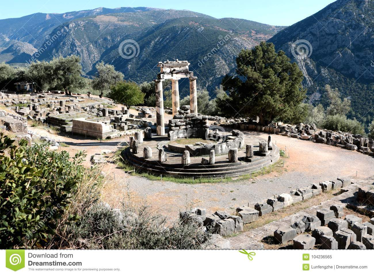 Vue panoramique de temple d Athena Pronea Delphi Greece