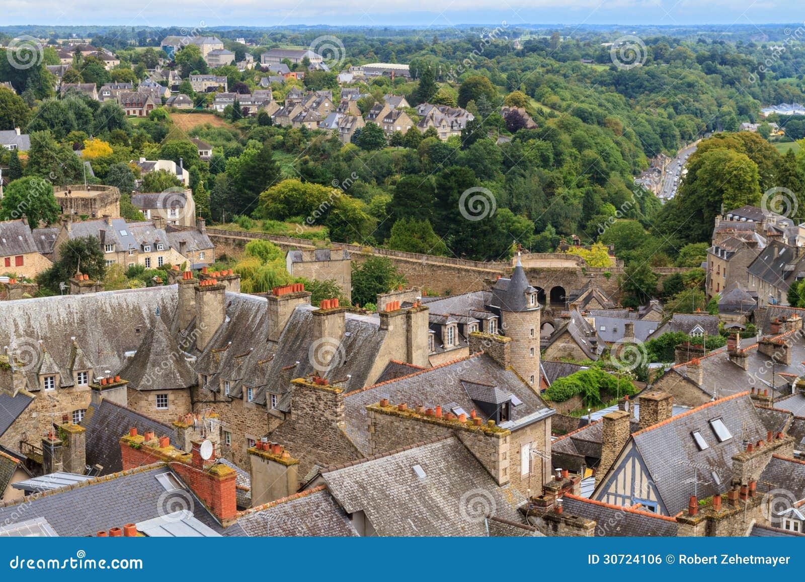 Vue panoramique de vieille ville de dinan image libre de - Piscine des canetons dinan ...
