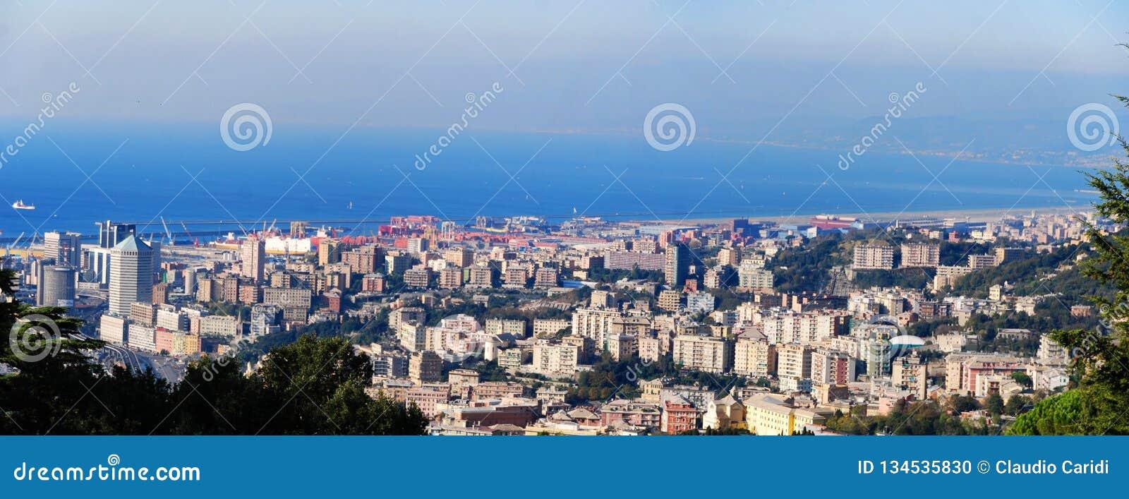 Vue panoramique du port de Gênes, Italie