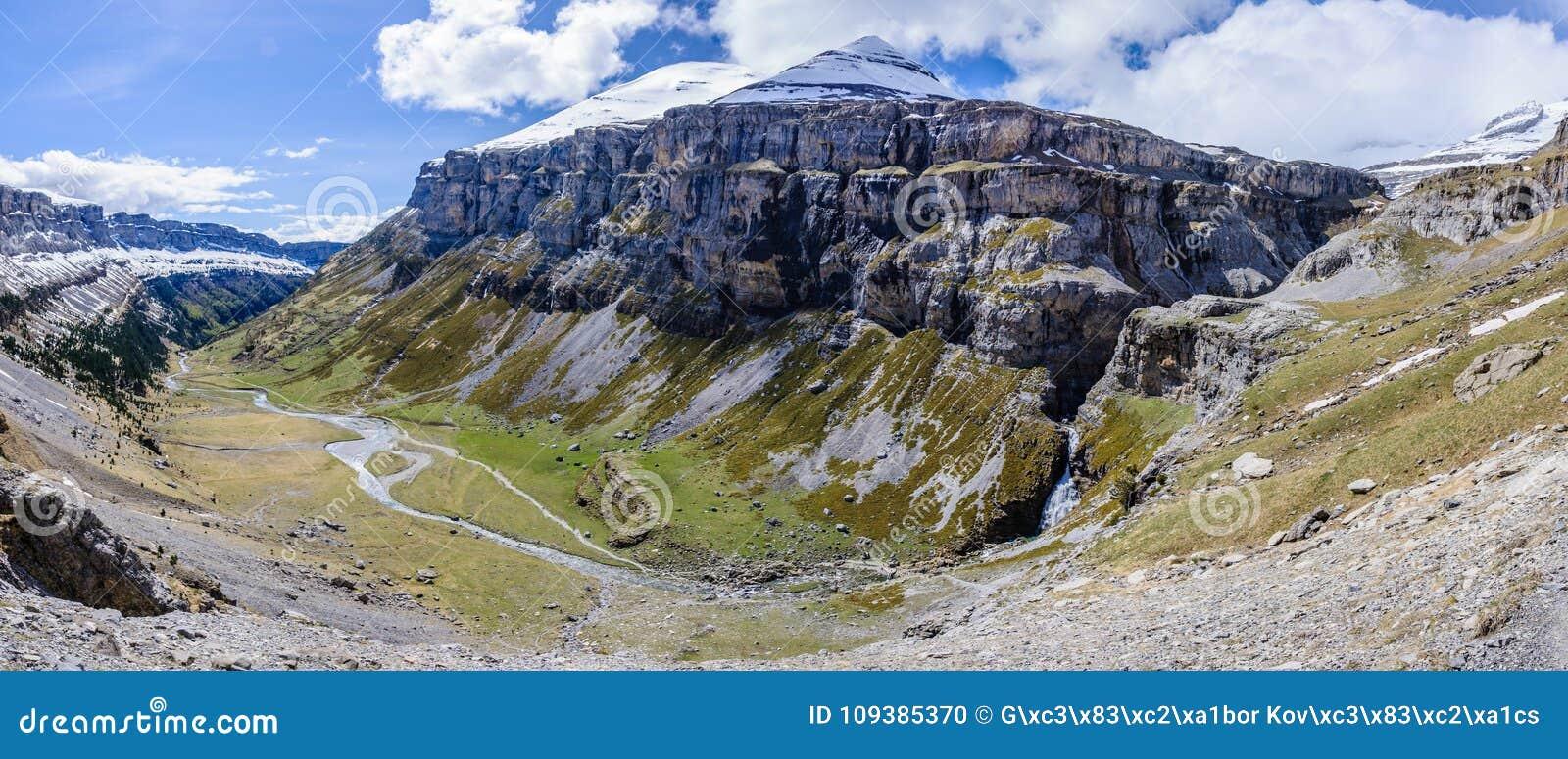 Vue panoramique en vallée d Ordesa, Aragon, Espagne