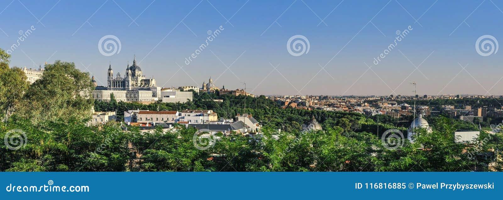 Vue panoramique sur Santa Maria Cathedral Madrid, Espagne