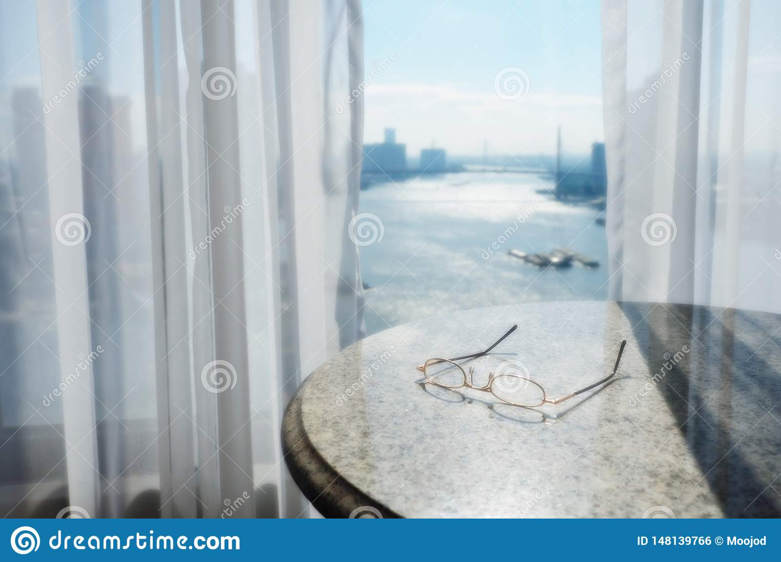 Vue principale de rivière de Bangkok de la fenêtre d hôtel