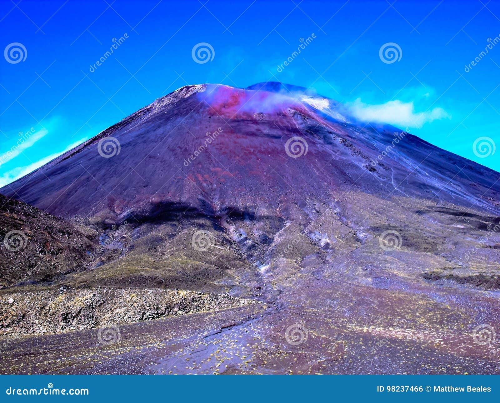 Vue renversante du croisement montagneux de Tongariro, Nouvelle-Zélande