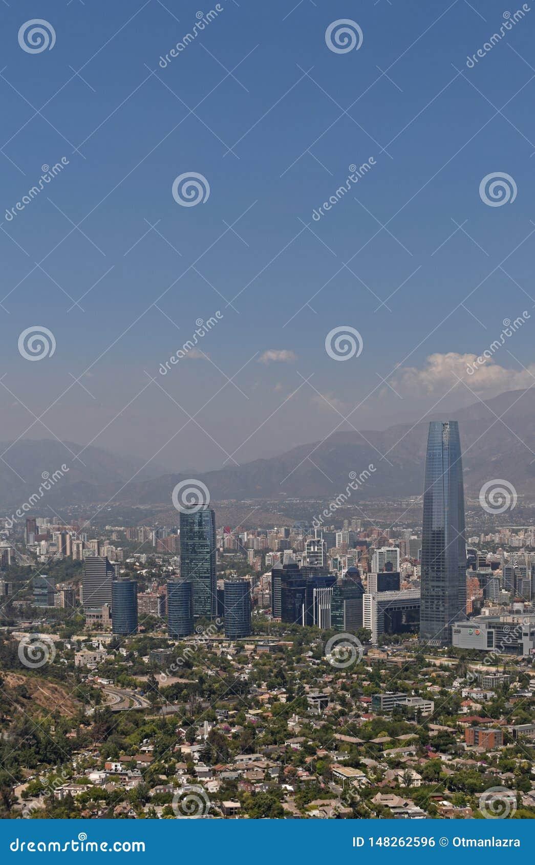 Vue a?rienne de ville de Santiago de chile de point de vue de colline de San Cristobal