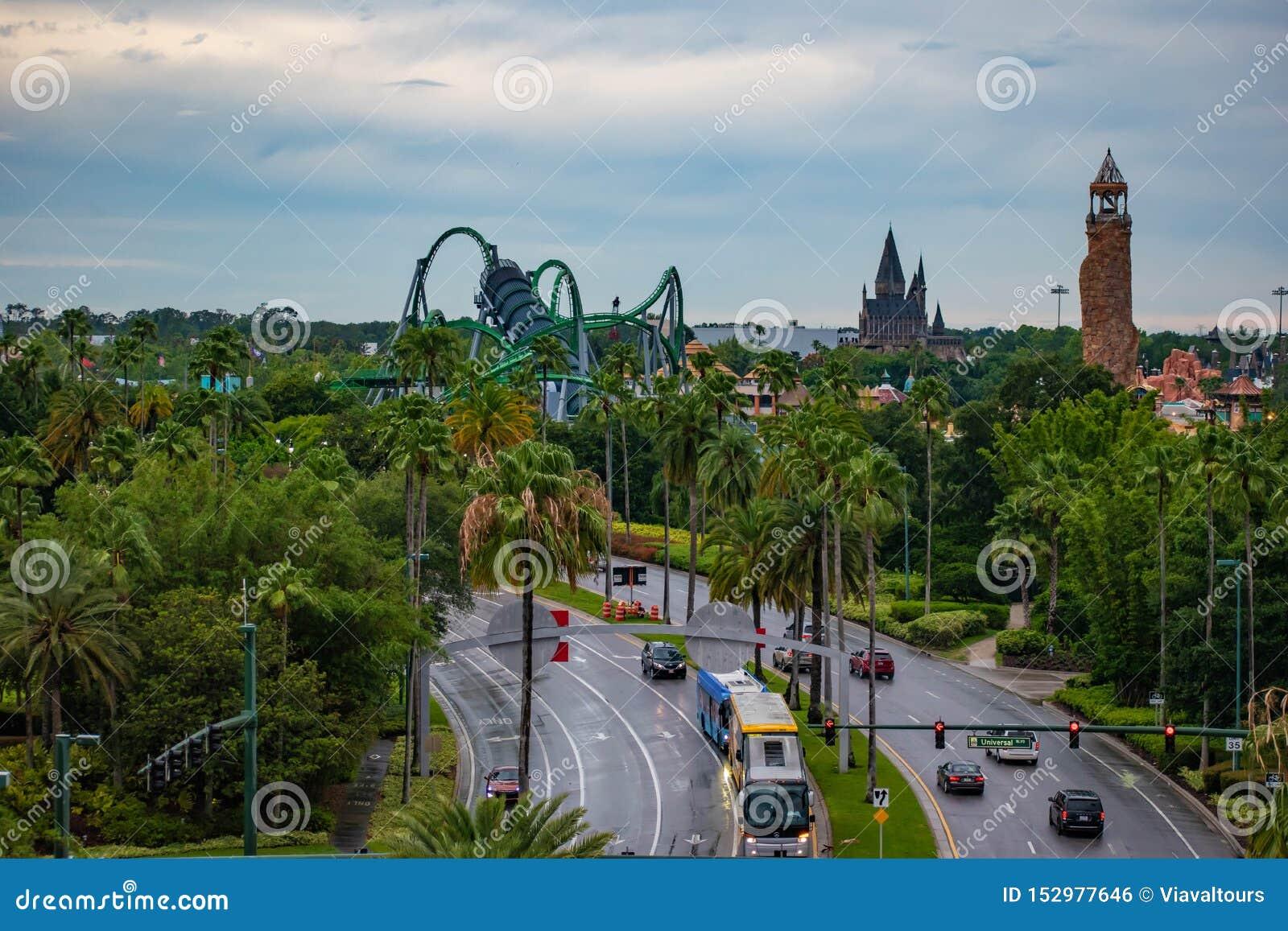 Vue supérieure d île des attractions d aventure à la région d Universal Studios