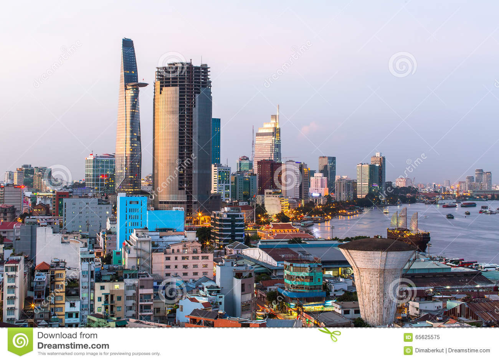 Vue supérieure de Ho Chi Minh City le soir