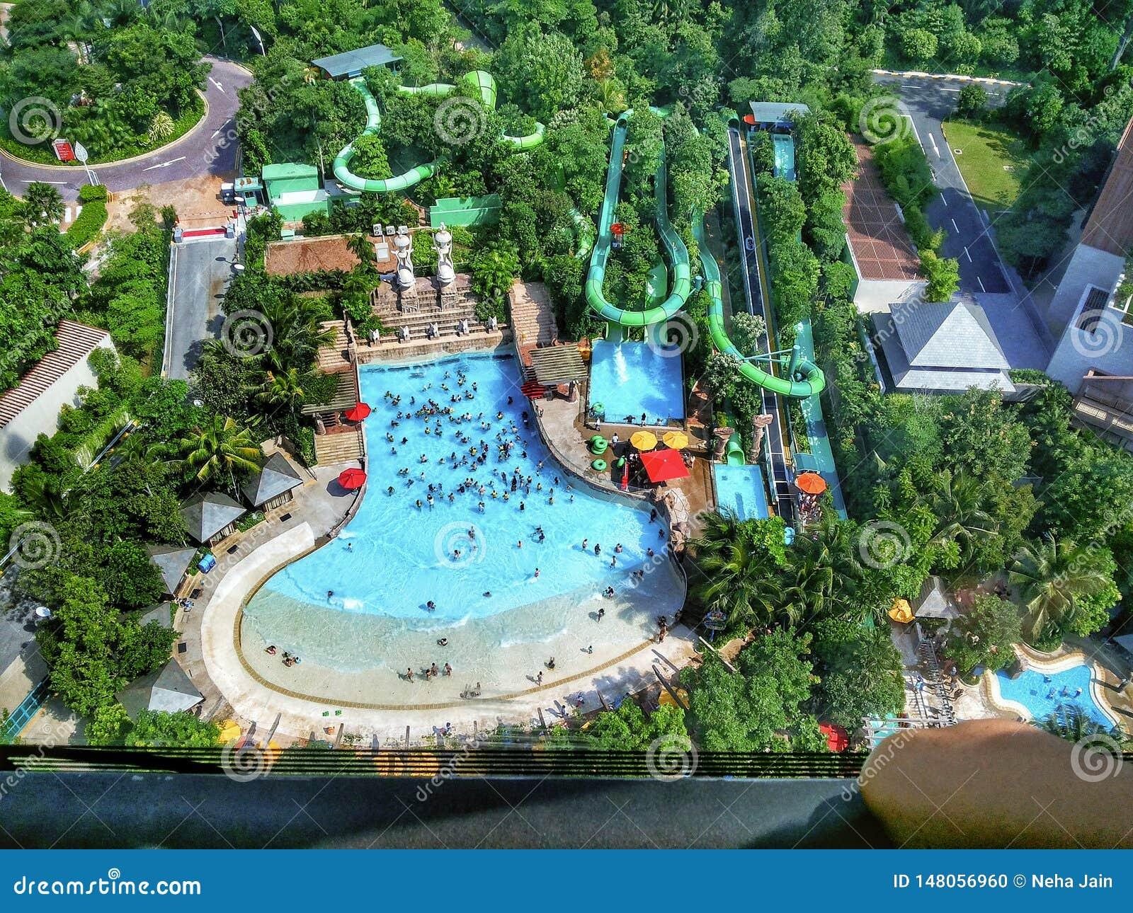 Vue supérieure de piscine d une taille élevée à Singapour