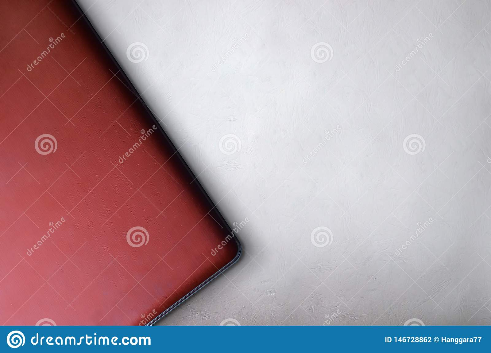 Vue supérieure du meilleur fond d ordinateur portable rouge pour le calibre de présentation