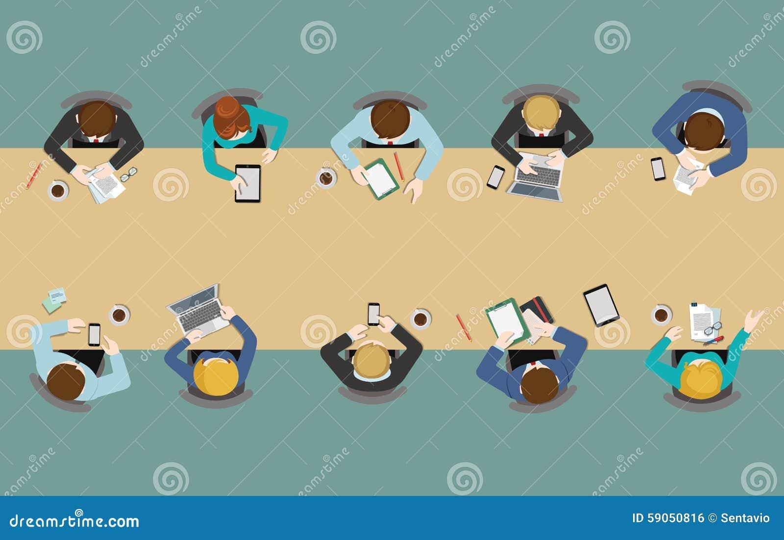 Vue supérieure plate de table de bureau : réunions, rapport, échange d idées, personnel