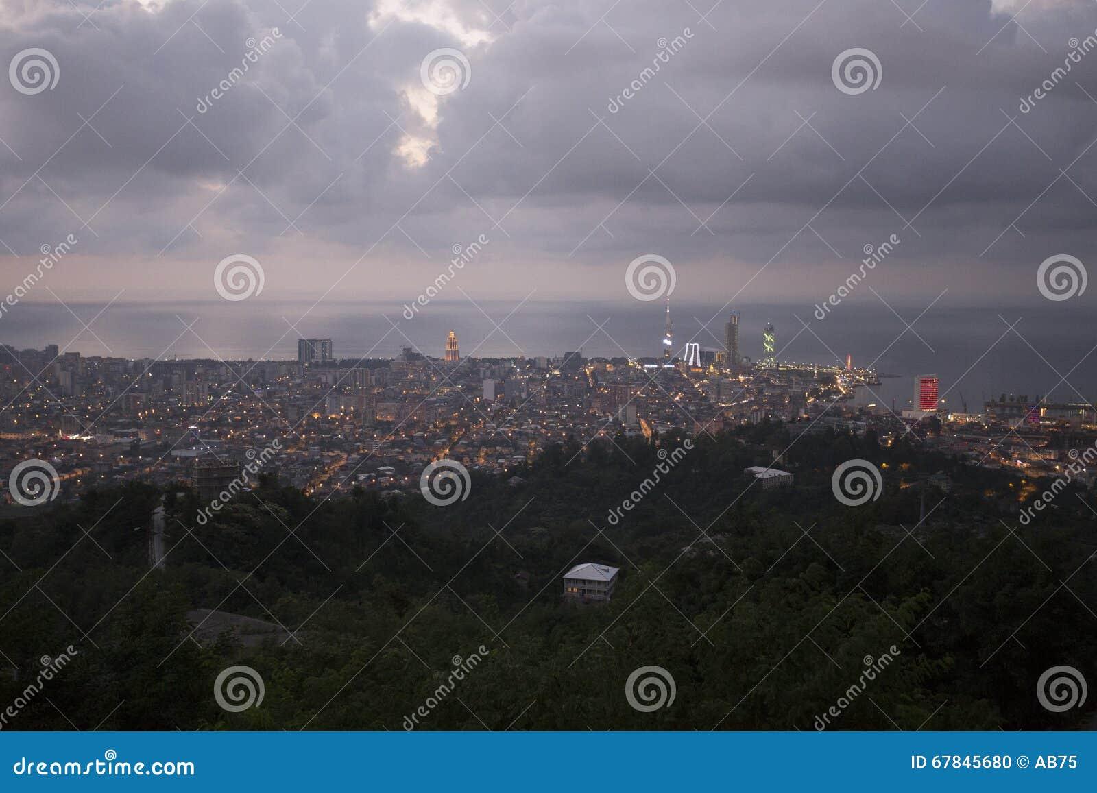 Vue sur Batumi, la Géorgie au crépuscule