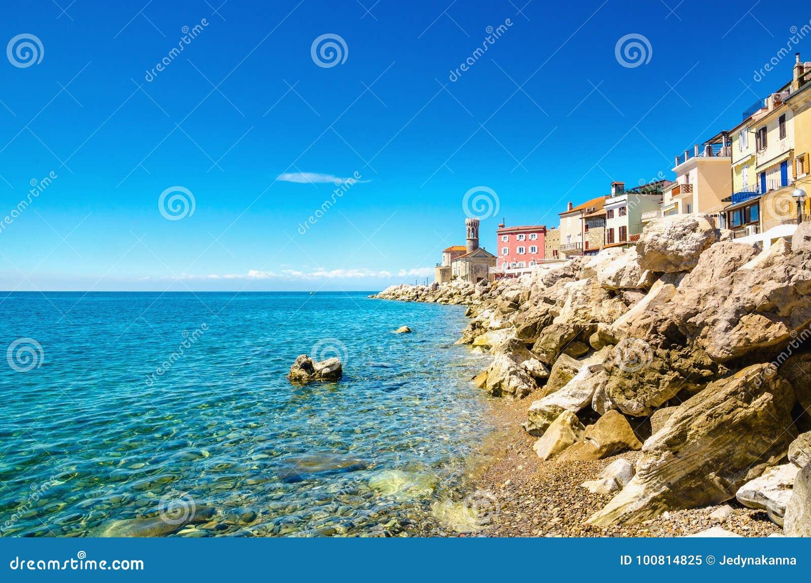 Vue sur la côte de Piran, Golfe de Piran sur la Mer Adriatique, Slovénie