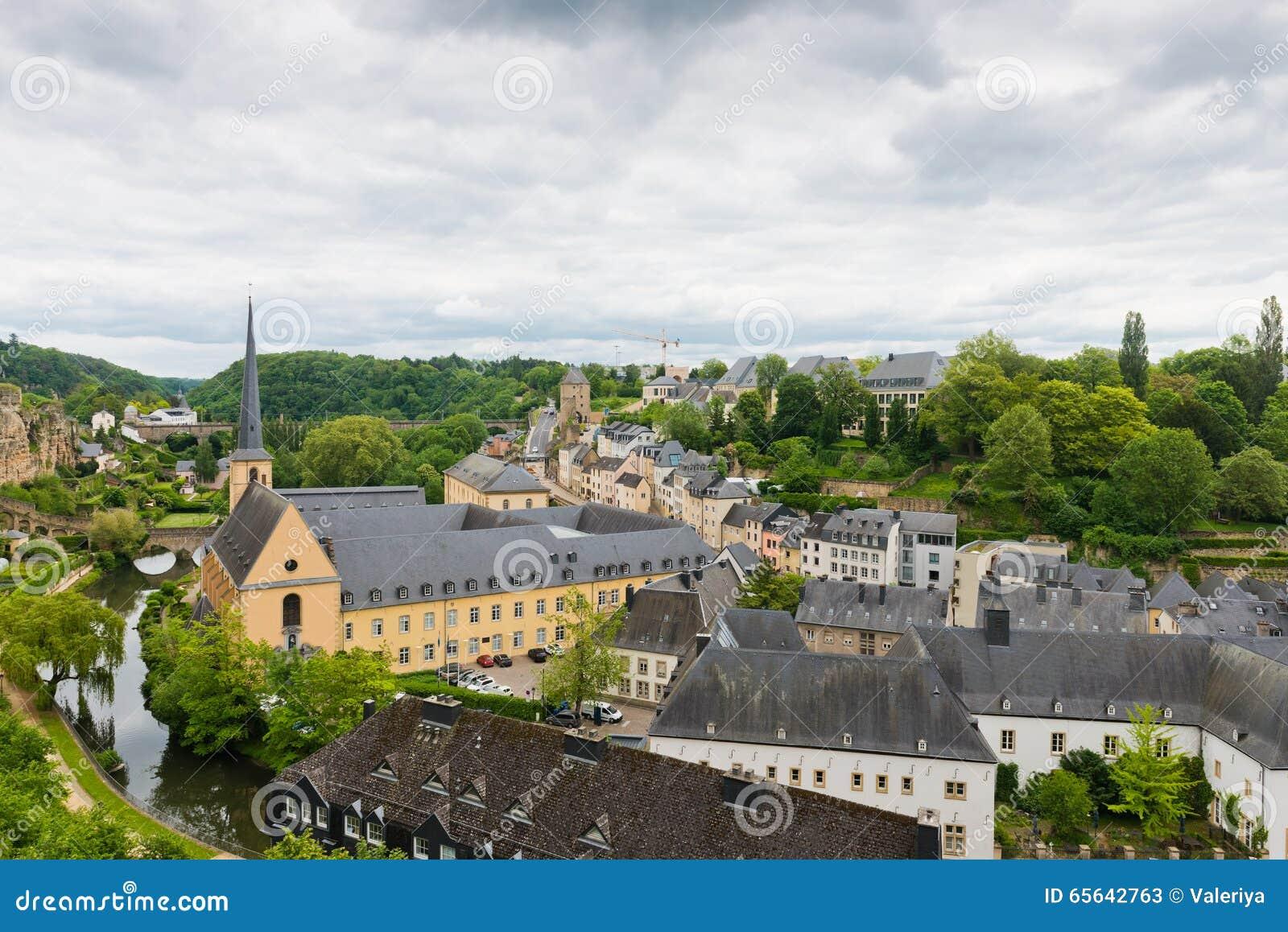 Vue sur le secteur de Grund de la ville du Luxembourg