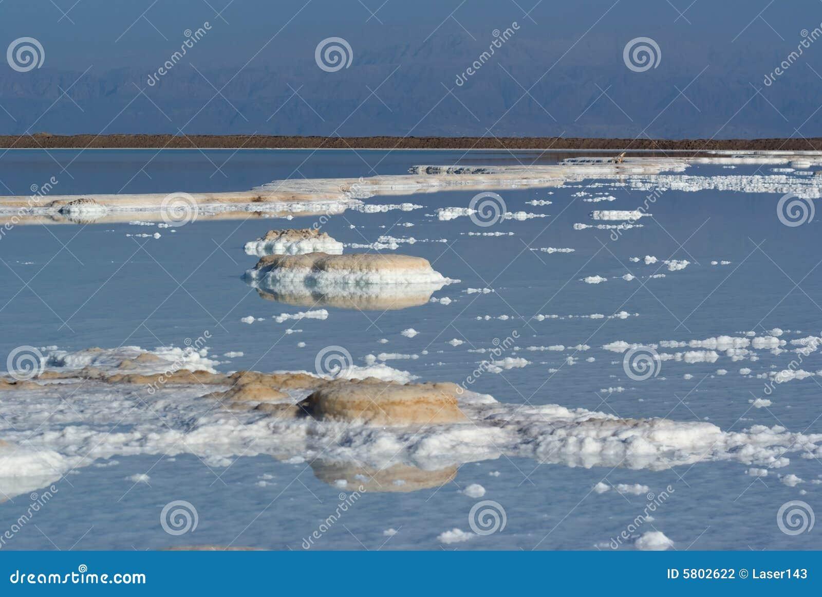 Vue sur le sel en mer morte