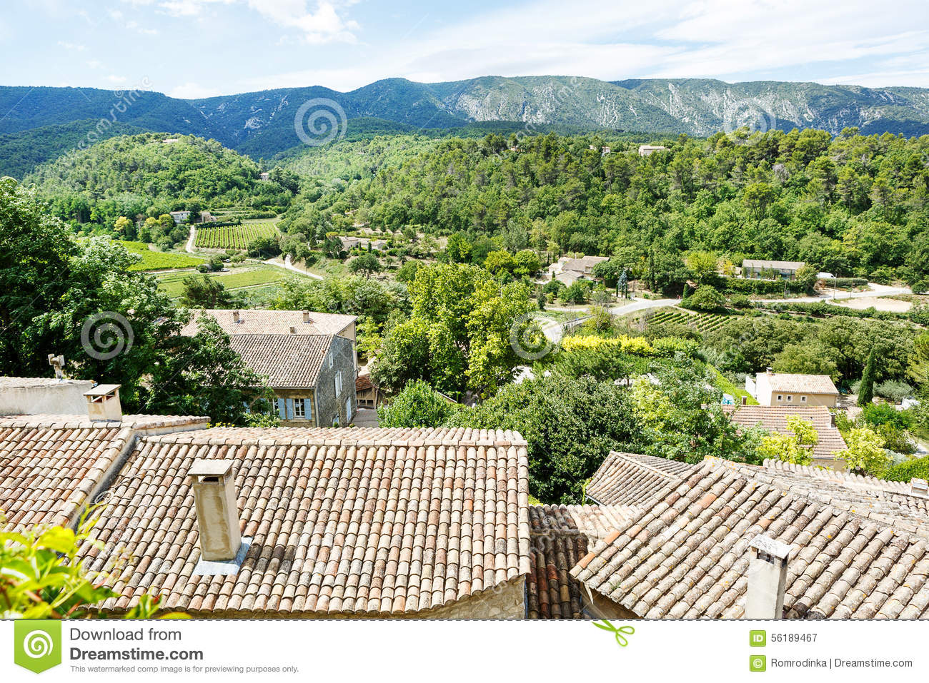 vue sur le toit et le paysage de village de la provence photo stock image 56189467. Black Bedroom Furniture Sets. Home Design Ideas