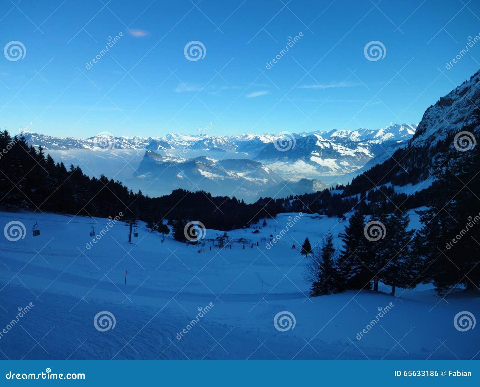 Vue sur les Alpes en Suisse