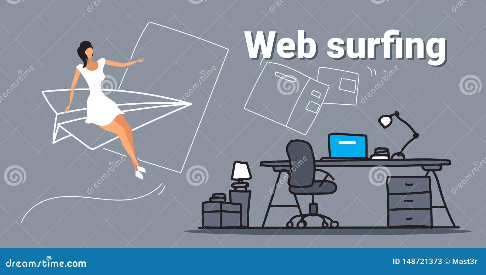 Vuelo de la empresaria en el avi?n del papel que hojea a la mujer de negocios del concepto de la web que practica surf en l?nea u