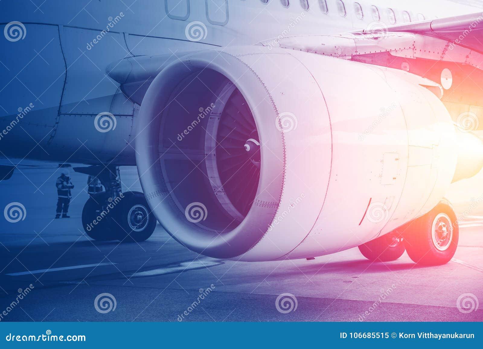 Vuelo del motor de turbina del jet para el futuro de la aviación en fondo de los aviones comerciales