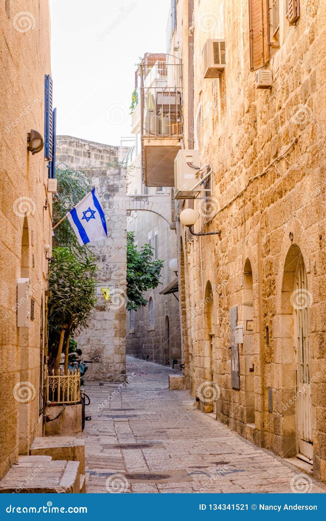 Vuelo israelí de la bandera en el cuarto judío en Jerusalén, Israel