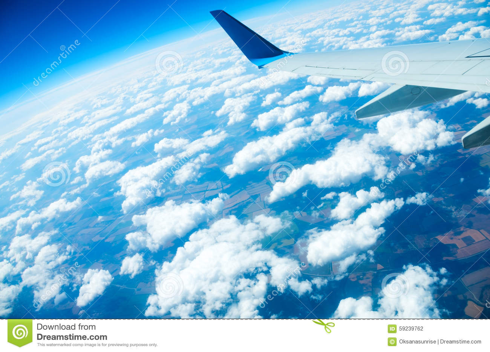 Download Vuelo sobre una tierra foto de archivo. Imagen de cumulonimbus - 59239762
