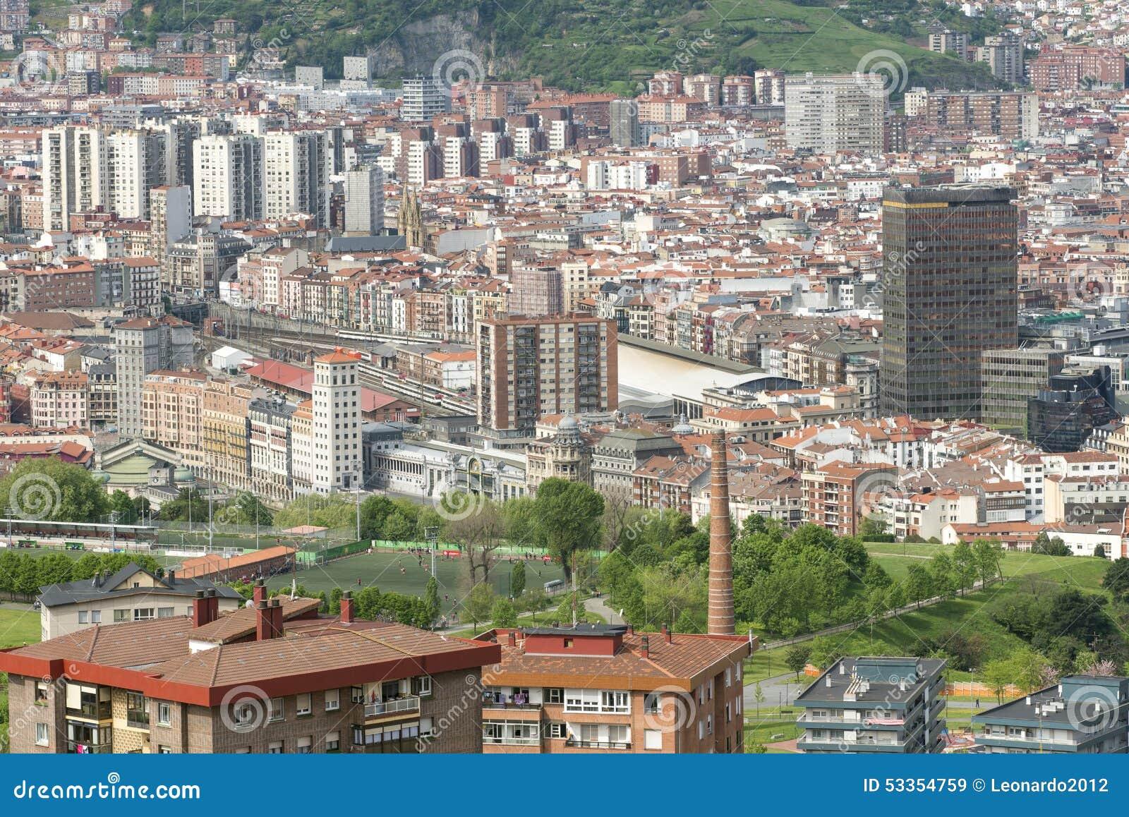 Vues a riennes de centre de la ville bilbao bizkaia pays for Piscine bilbao