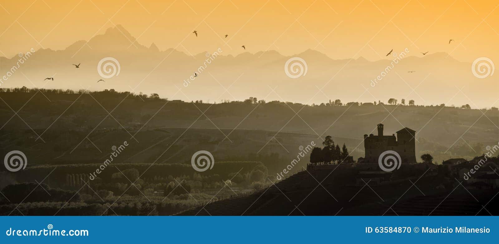 Vues de coucher du soleil dans l héritage de l UNESCO de Langhe