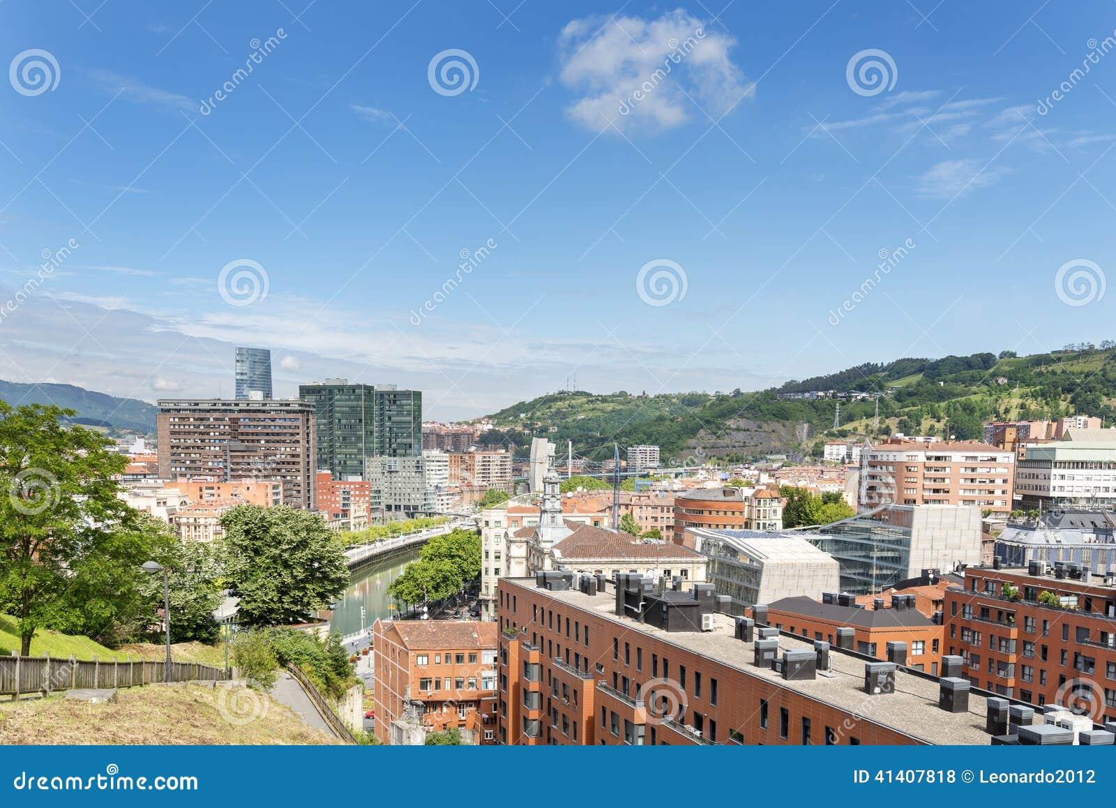 Vues de ville de bilbao bizkaia pays basque espagne for Piscine bilbao