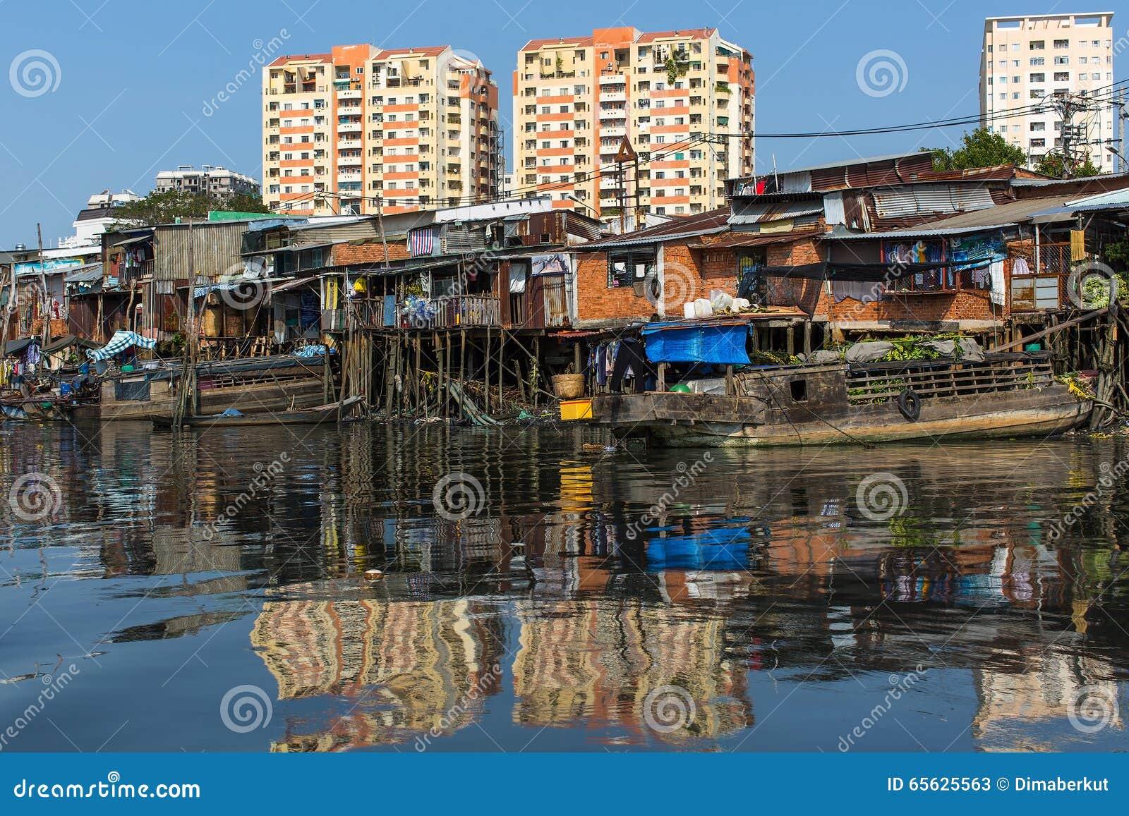 Vues des nouvelles maisons du Saigon des taudis et