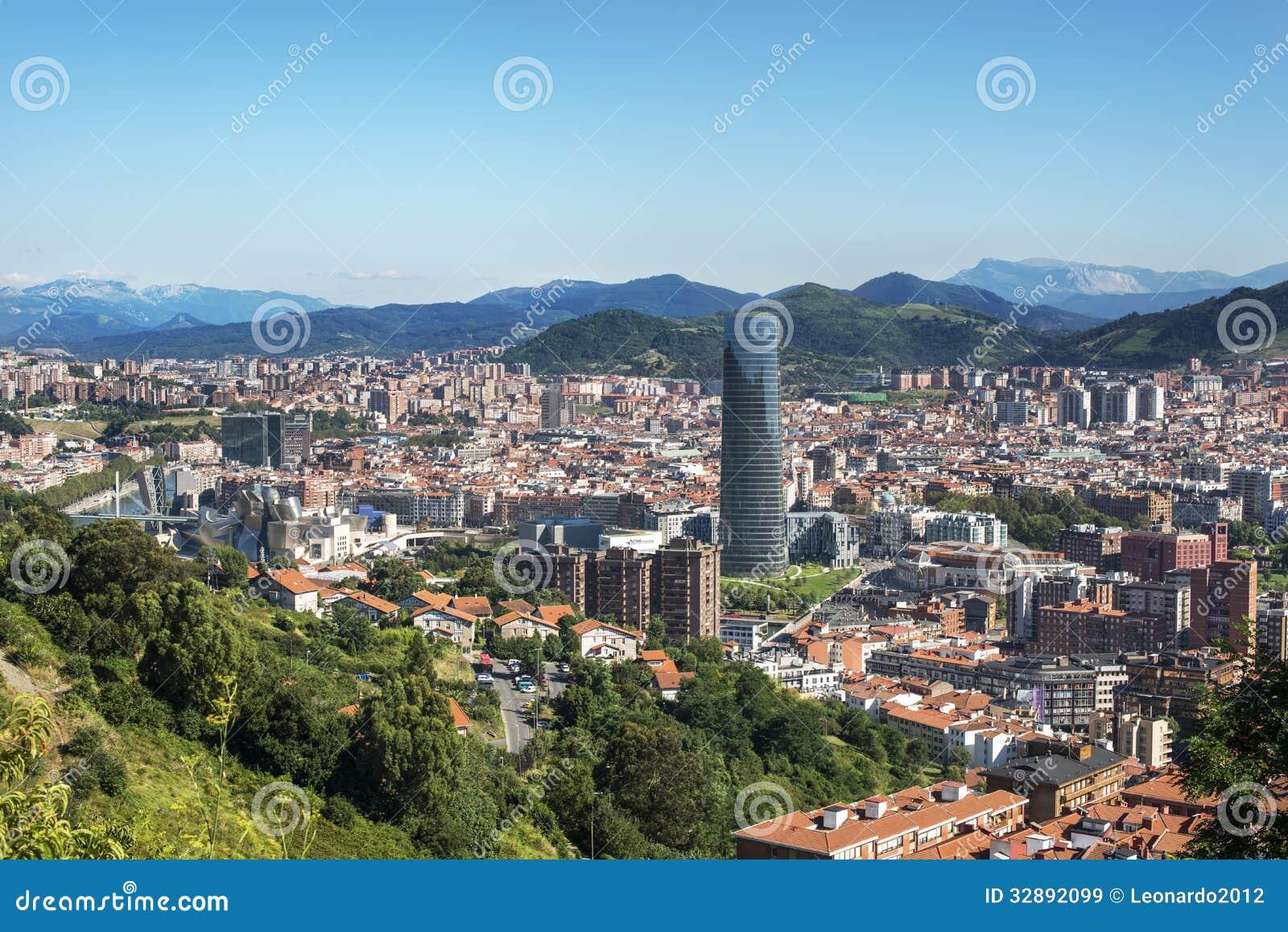 Vues panoramiques de ville de bilbao bizkaia pays basque for Piscine bilbao