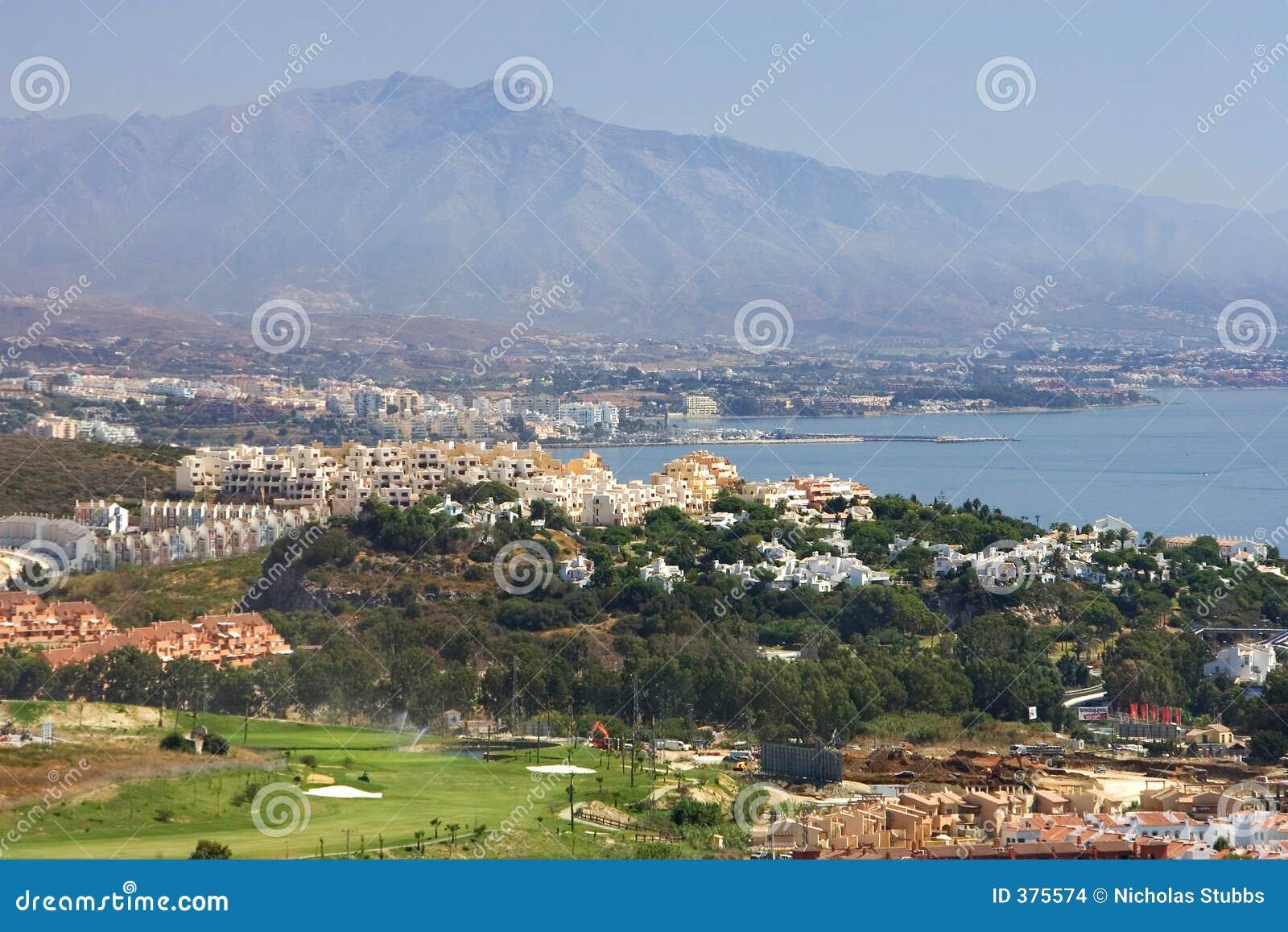 Vues par Duquesa et Manilva à travers à l escroquerie de Marbella et de La