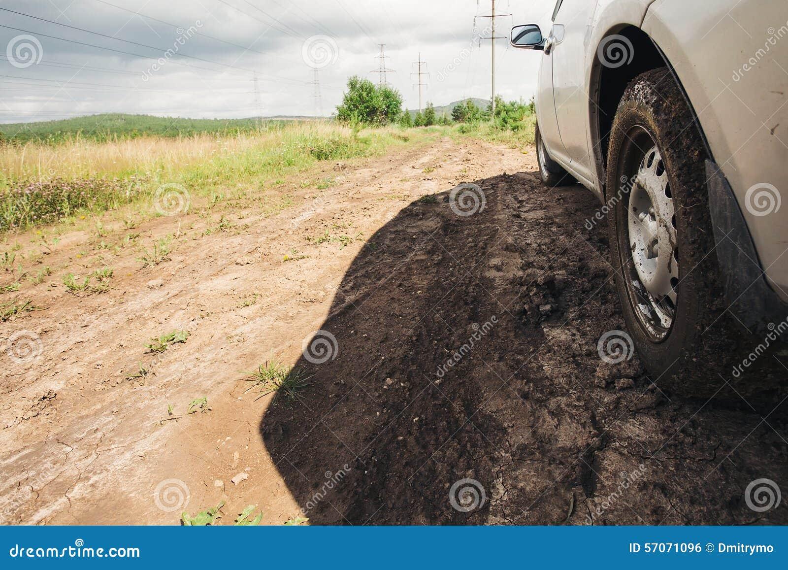 Vuil onder het wiel van auto