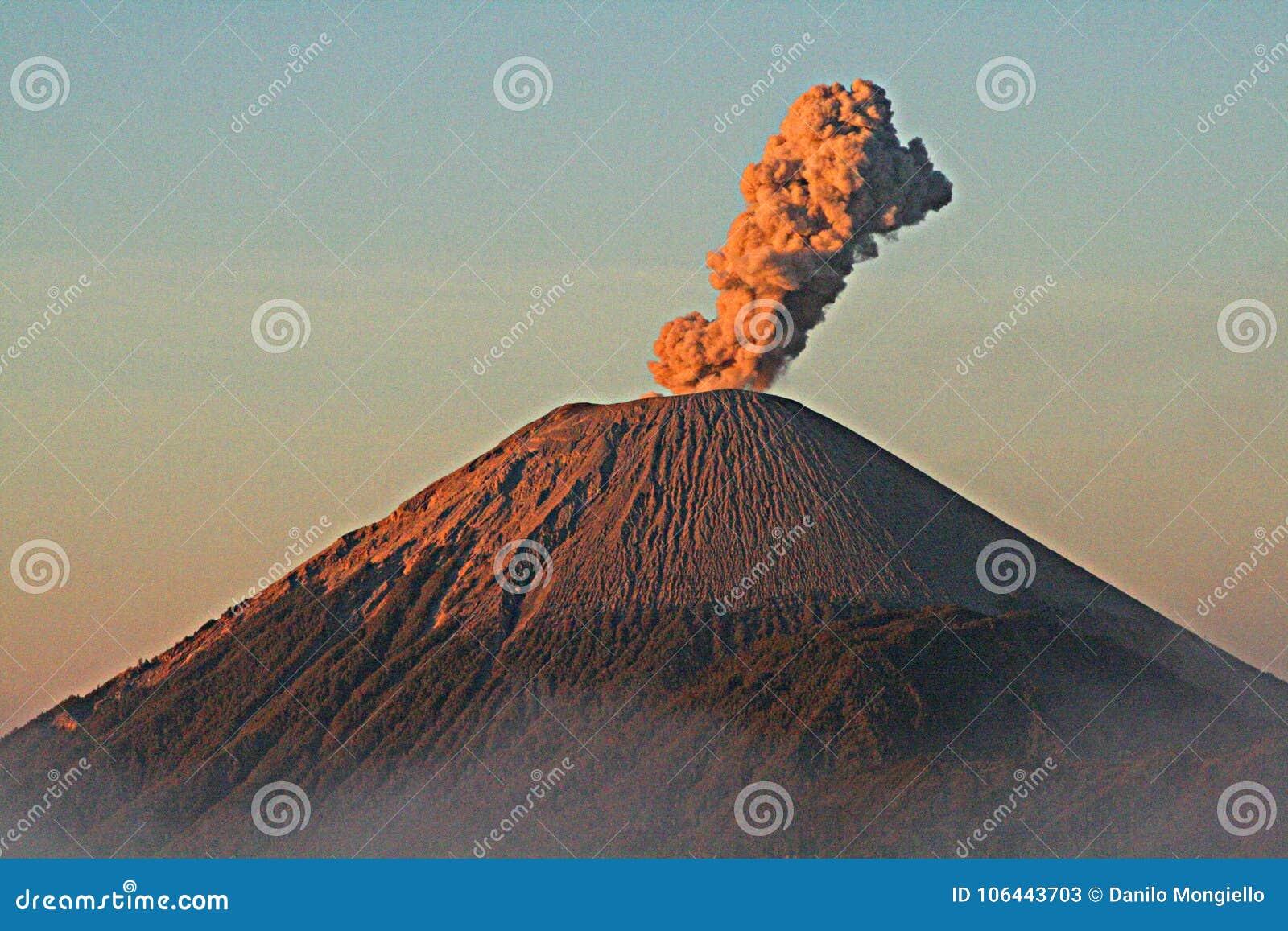 Vulcão de Semeru
