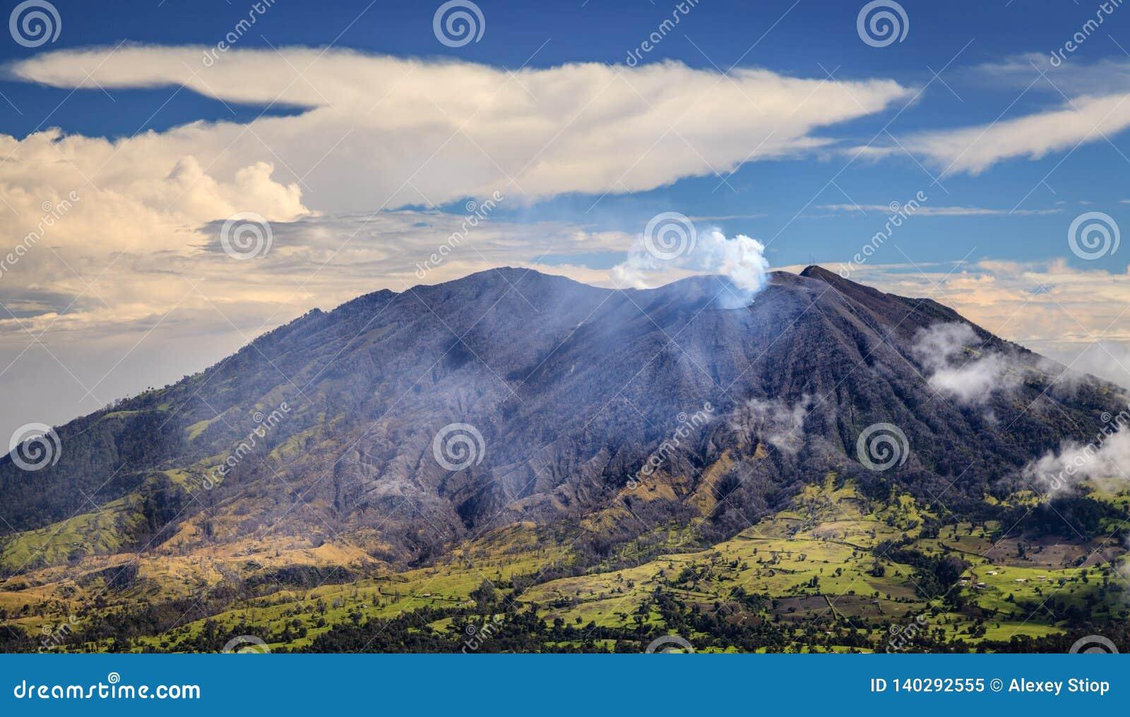 Vulcão de Turrialba em Costa Rica