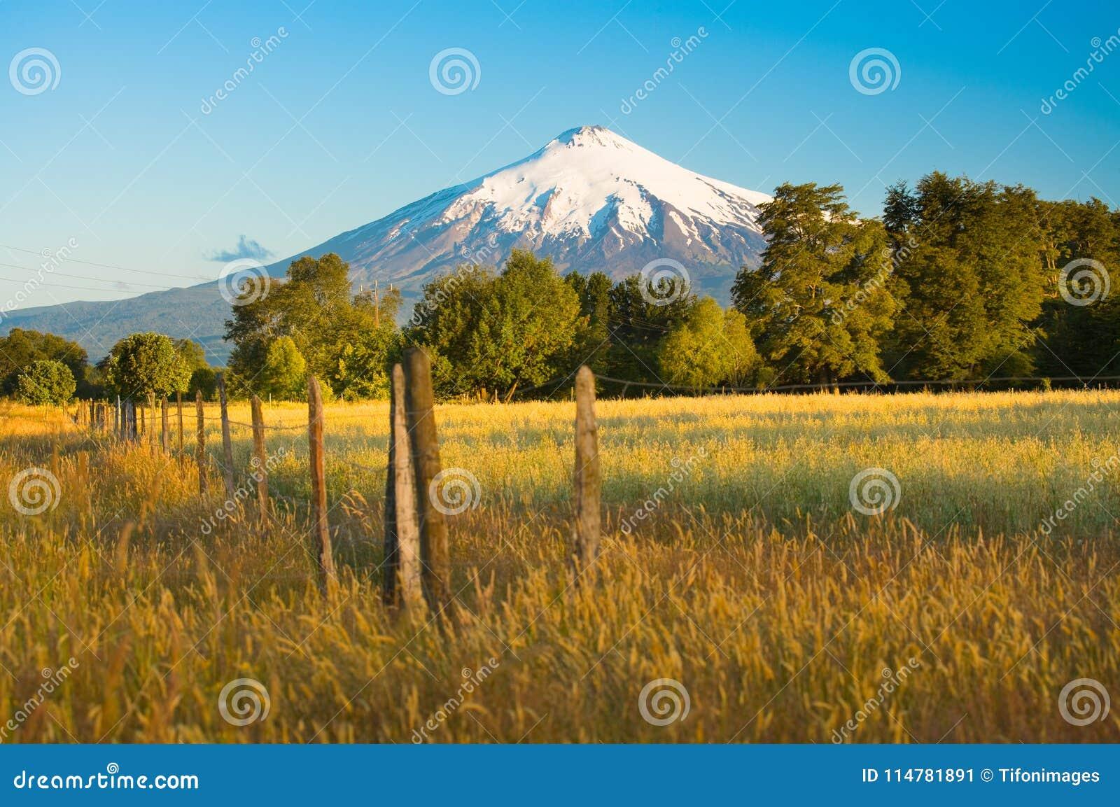 Vulcão de Villarrica na região de Araucania no Chile do sul