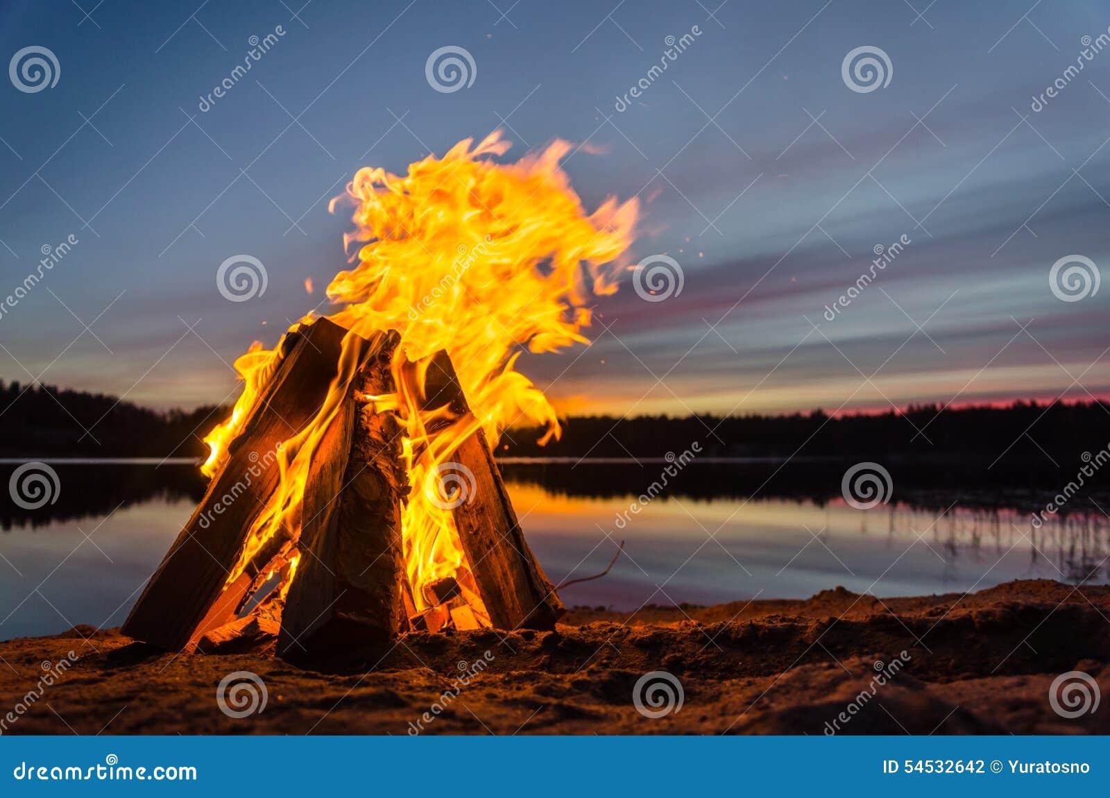 Vuur op het strandzand