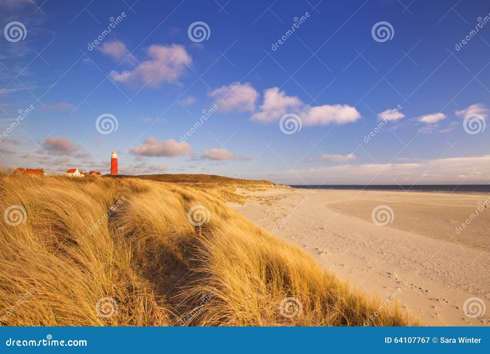 Vuurtoren op texel eiland in nederland stock foto afbeelding 64107767 - Tafelhuis van het wereld lange eiland ...