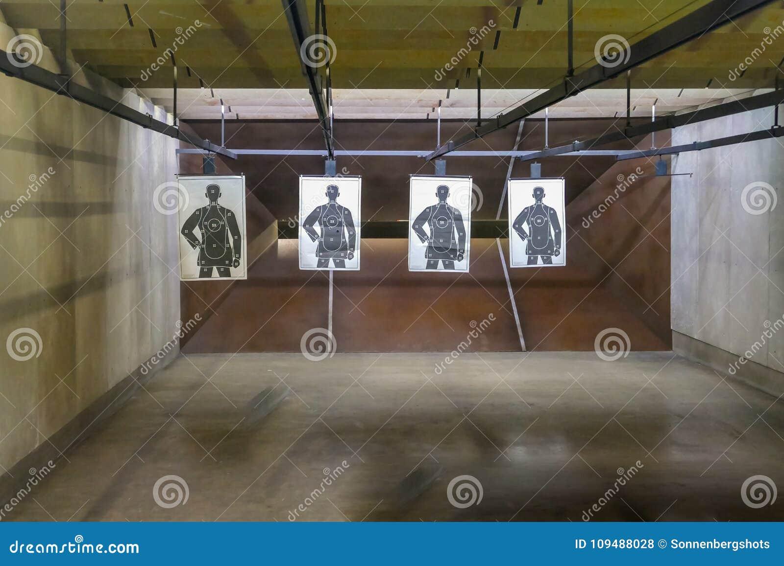 Vuurwapen die wijd geschotene waaier schieten