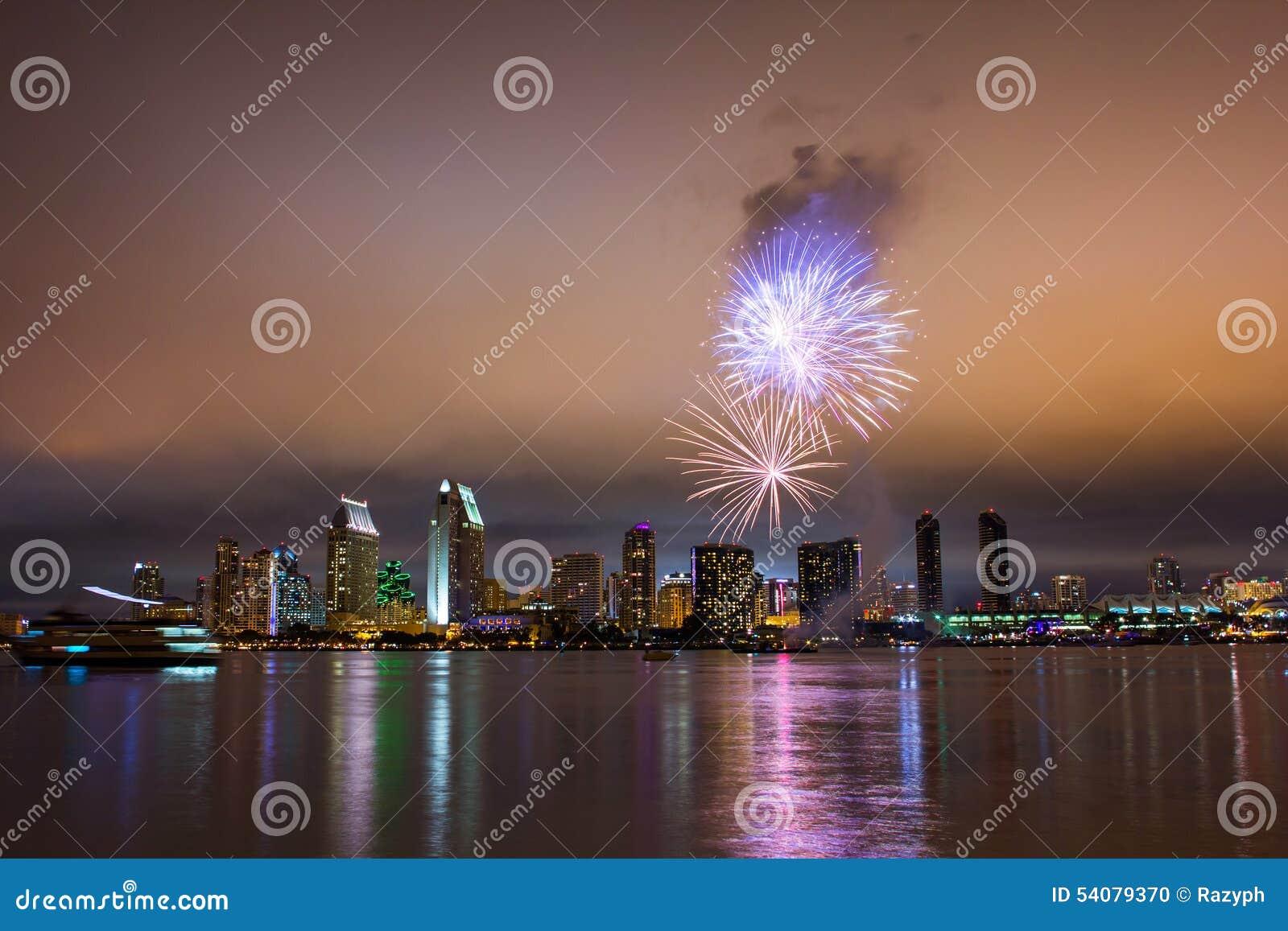 Vuurwerk over de horizon van San Diego