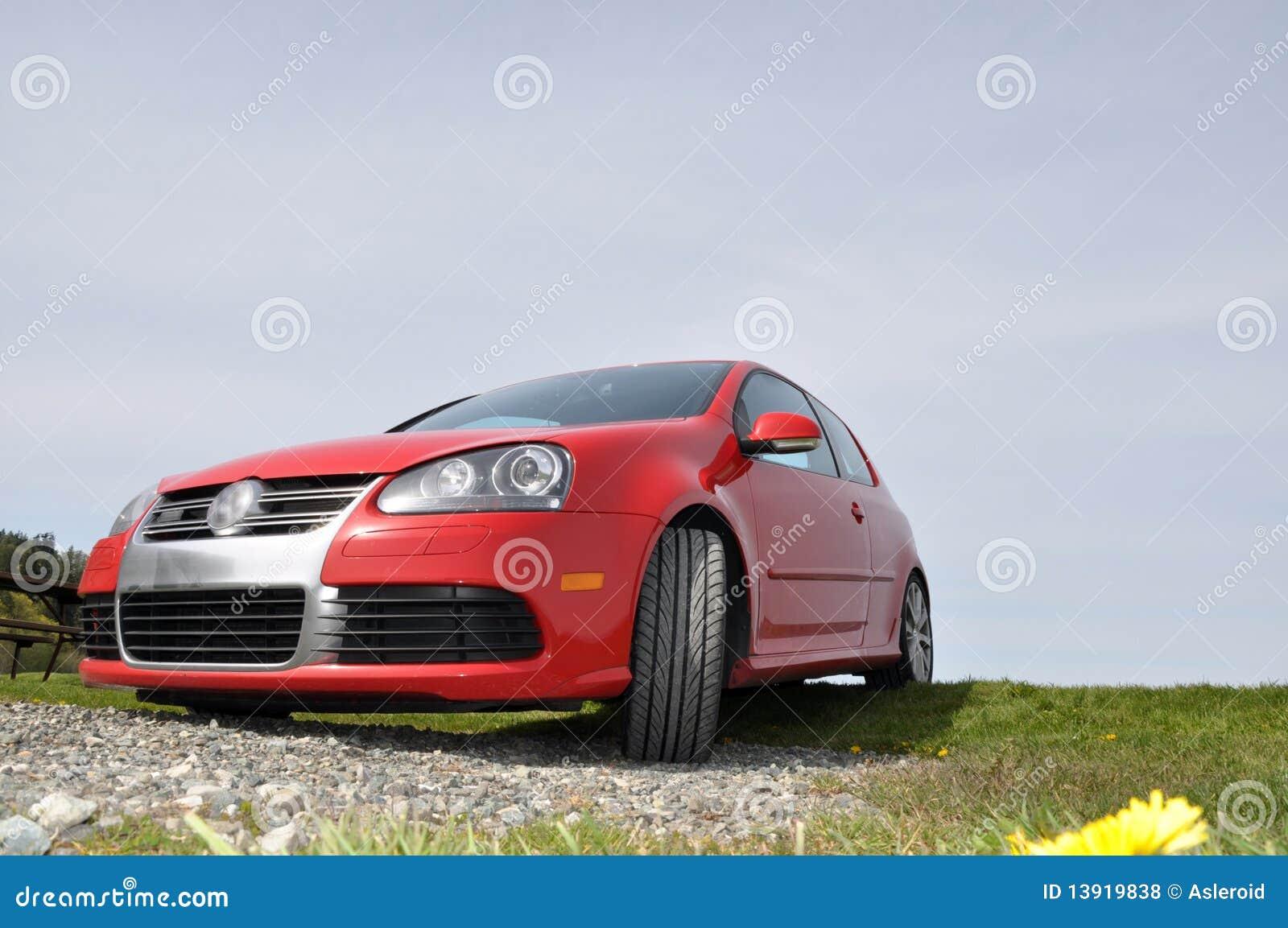 VW rouge jouent au golf R32