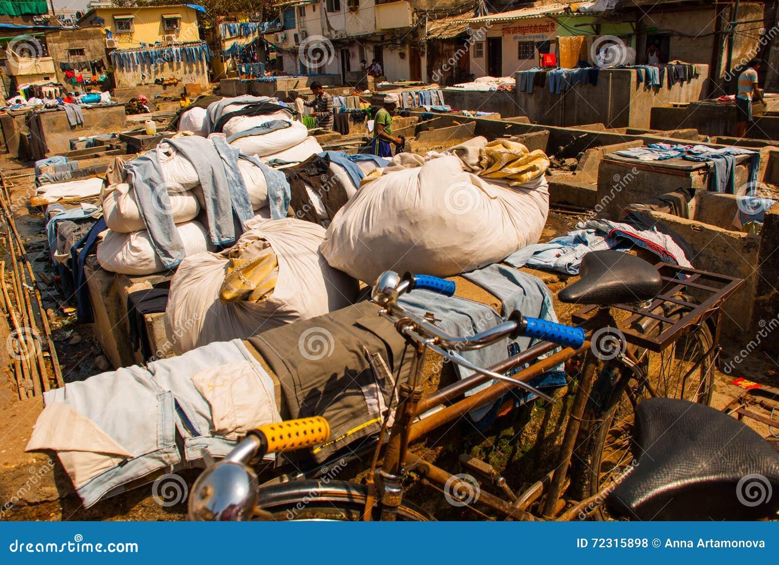Wäsche-Service in Indien Wäscherei, trockene Sachen auf der Wäscheleine Mumbai