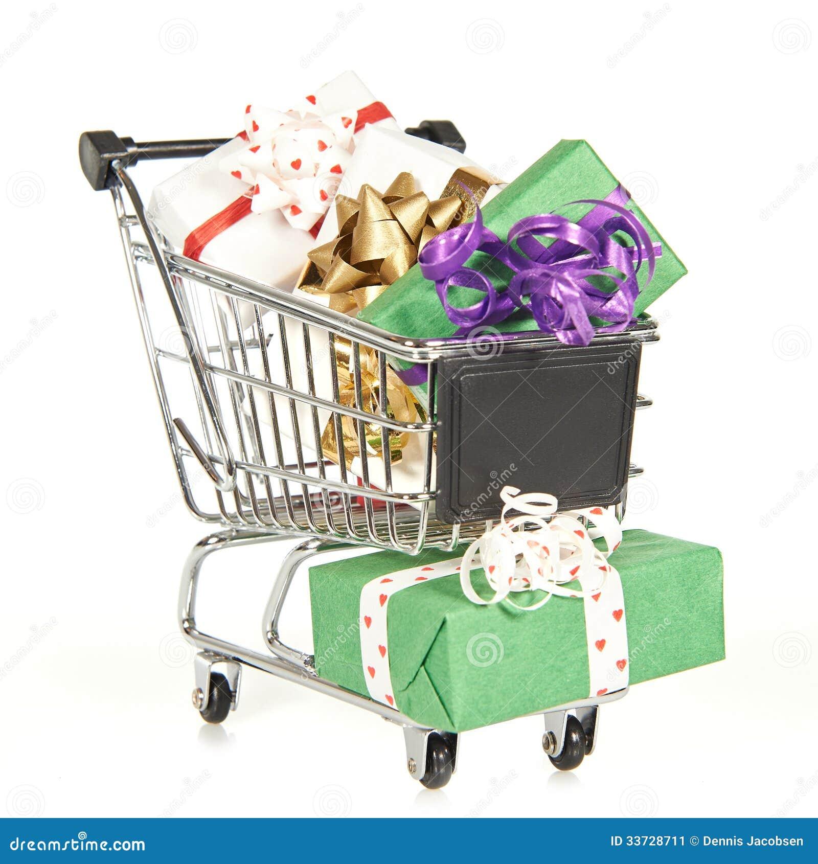 Wózek na zakupy wypełniający z boże narodzenie prezentami