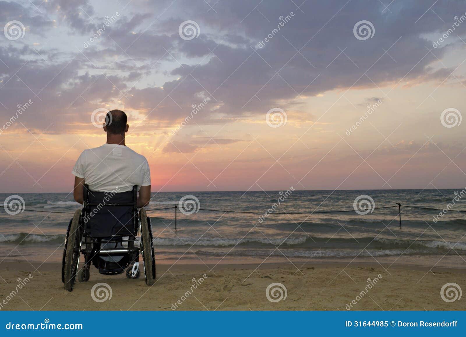 Wózka inwalidzkiego zmierzch