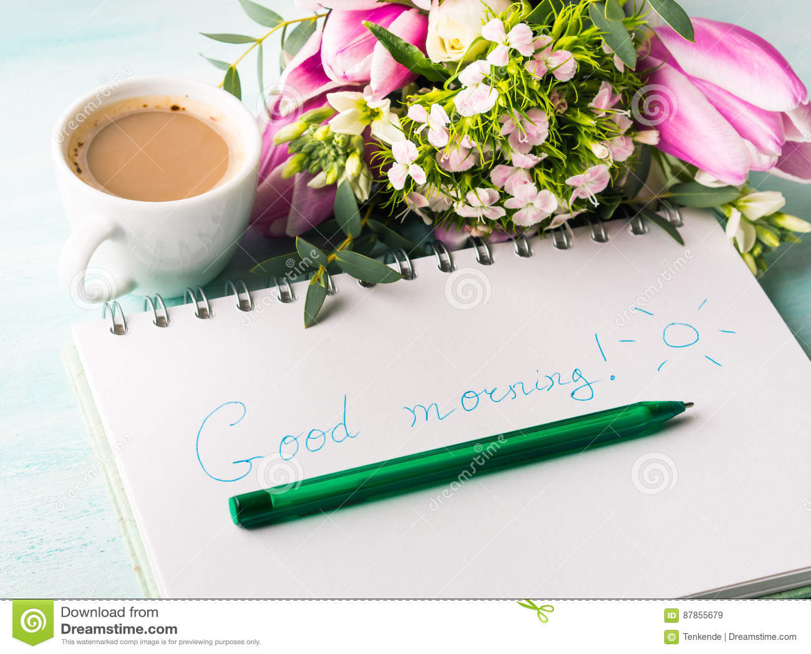 Wünschen Sie guten Morgen auf Notizbuchseite und -kaffee