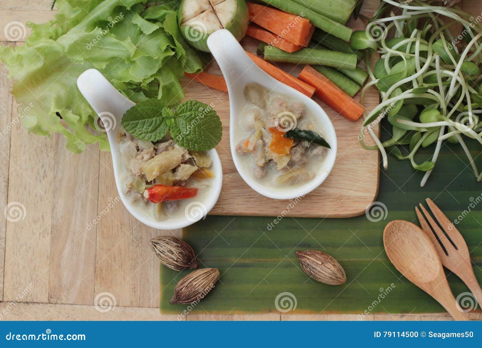Würzige Simmerananas mit Schweinefleisch und Gemüse