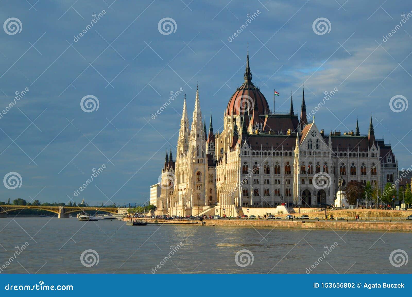 Węgierski parlamentu budynek od strony, Budapest, Węgry
