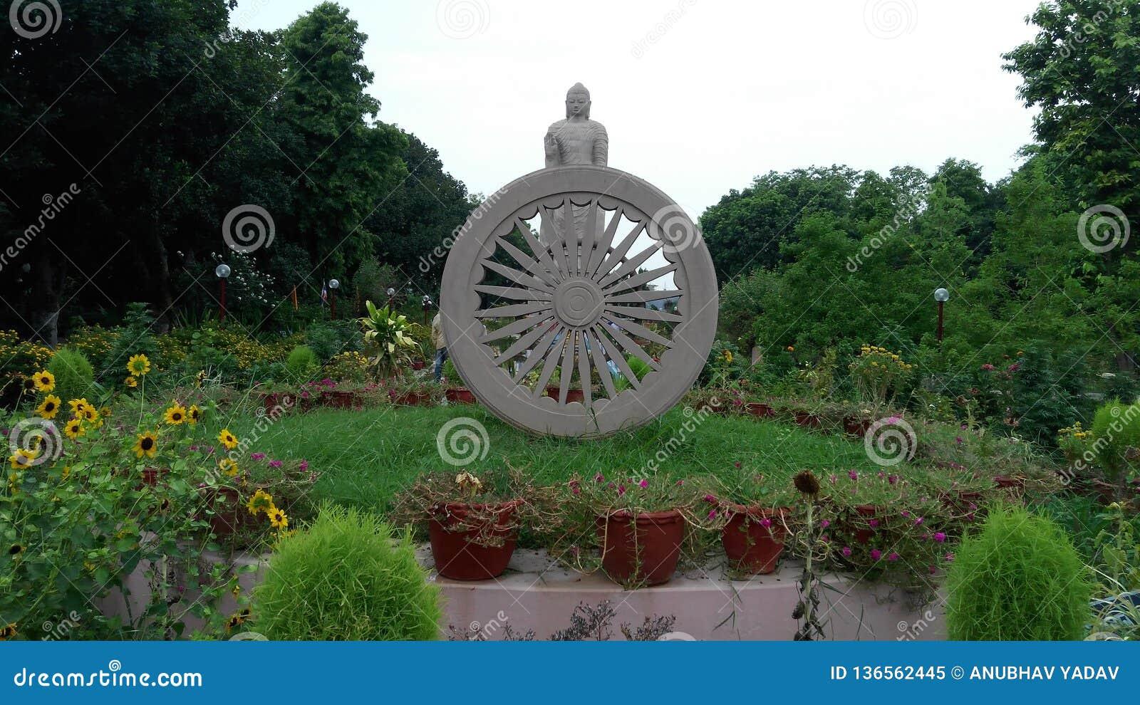 Władyki Buddhas statua w sarnath ind
