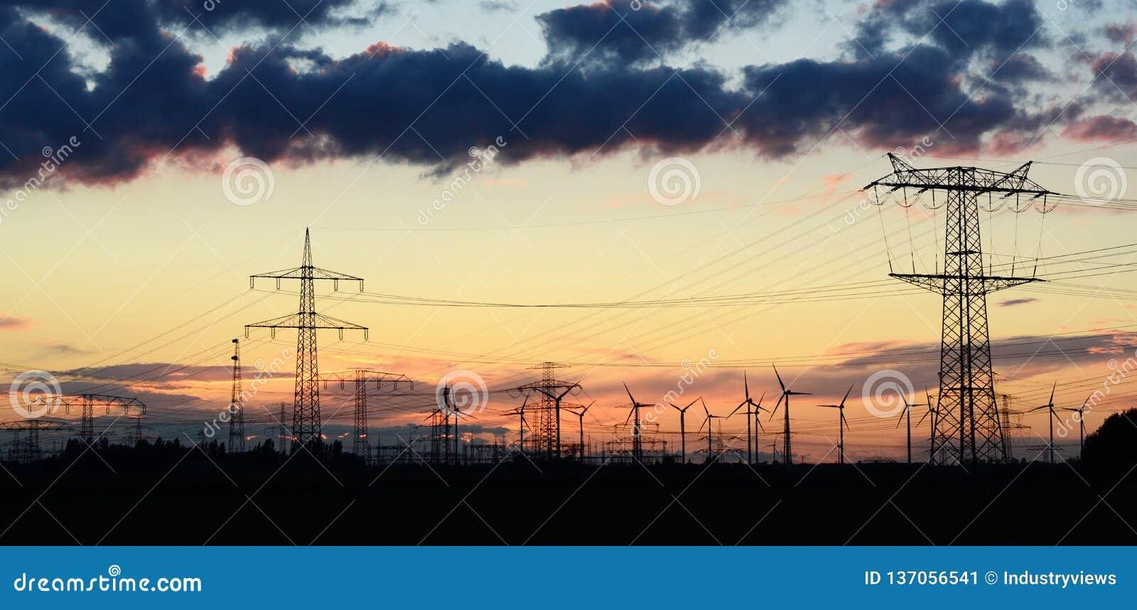 Władza pilony dla odtransportowywać elektryczność